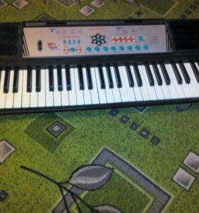 Продам синтезатор в отличном состоянии