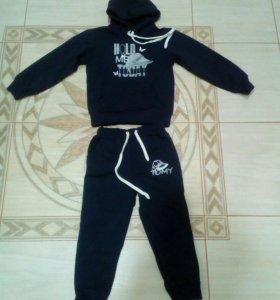 Новый спорт костюм на мальчика , 32 размер