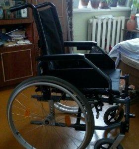 Коляска для людей с ограниченными возможностями