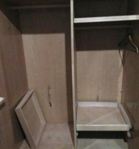 Шкаф двухдверный лакированный