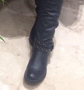 Новые стильные новые зимние сапоги
