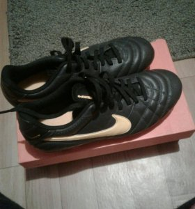 Футбольные бутсы найк. Nike tiempo