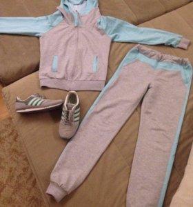 Спортивный костюм и кроссовки