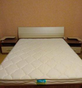 Продаю двуспальную кровать и матрас