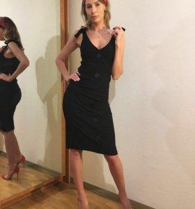 Платье на лямках новое