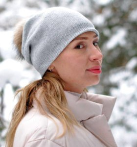 Зимняя шапка с помпоном новая