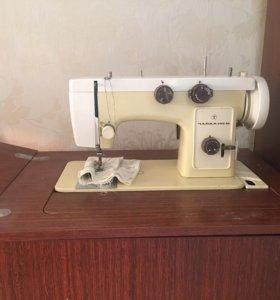 Швейная машина с электроприводом Чайка 142-М