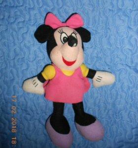 Игрушка Минни Маус.