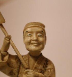 Резная фигура из кости, Япония, окимоно.