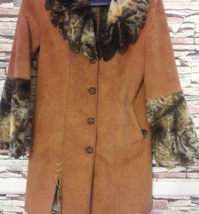 Пальто женское весеннее.