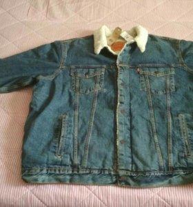 Продам куртку Levi's новую