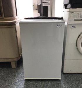 Моленкй холодильник