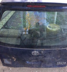 5 дверь, тойота Corolla spasio.