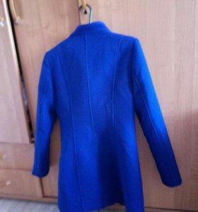 Демисезоное пальто 44 размера