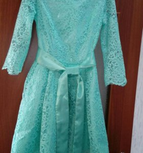 Нарядное платье р.44
