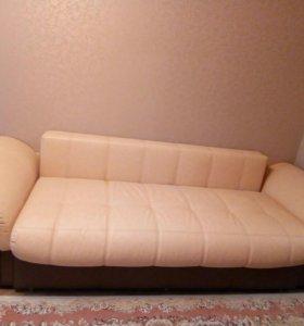Огромный кожаный диван