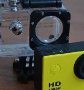 Экшн камера, снимает в HD, водонепроницаема.