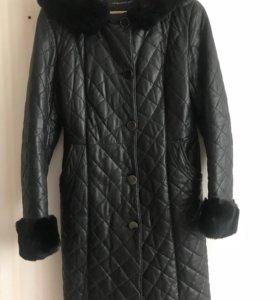 Кожаное стёганное пальто с мехом шиншиллы
