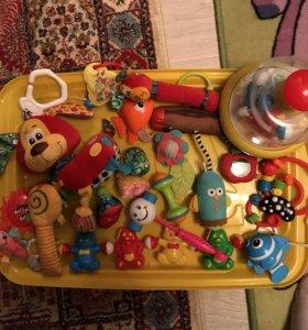 Игрушки и погремушки для малышей