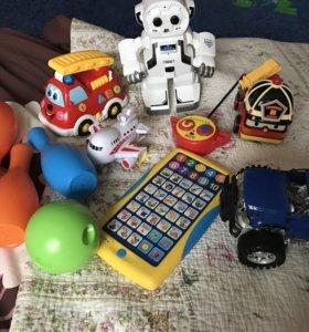 Интерактивный робот + другие игрушки для мальчика