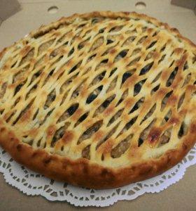 Осетинский пирог с яблоками, изюмом и орехами