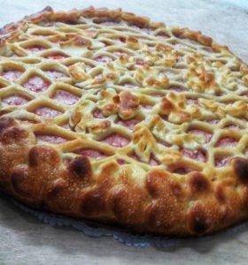 Осетинский пирог с творогом, яблоками и клубникой
