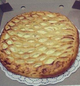 Осетинский пирог с грушей, виноградом и творогом