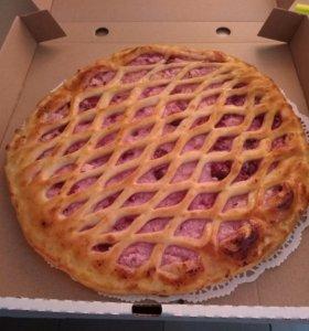 Осетинский пирог с творогом, вишней и яблоками