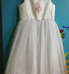 Абсолютно новое праздничное платье