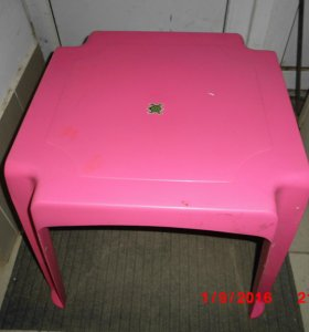 столик пластмассовый