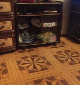Подставка под телевизор на колесиках