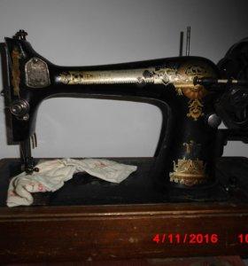 """Швейная машинка """"Зингер"""" с ручным приводом"""