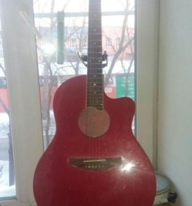 Продам 6ти струнную пластиковую гитару Amadeus