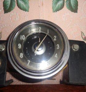 часы старинные , автомобильные
