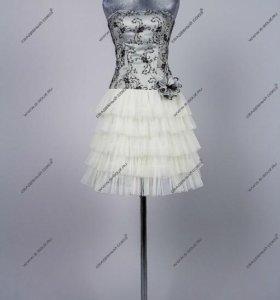 Коктейльное платье на карсете