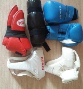 Перчатки, защита , шлем