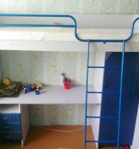 Кроватка детская со столиком и шкафчиком без матра