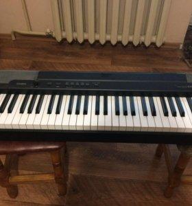 Электронное пианино Casio.