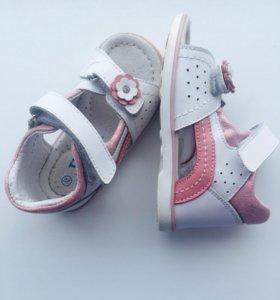 Детские сандалии для девочки