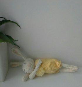 Игрушка вязаный кролик