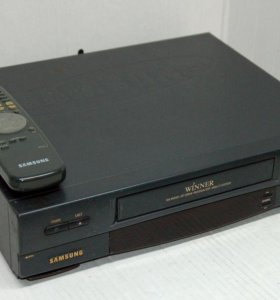 Видеомагнитофон + 100 кассет