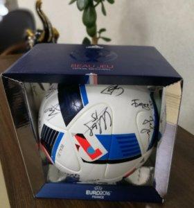 Футбольный мяч  (с автографами игроков сборной )