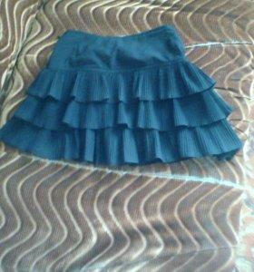 Продам юбку на девочку 40 размер.