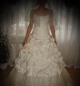 Свадебное платье,  кринолин,  фата.