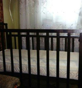 Кроватка - маятник с матрасом