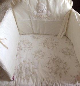 Бортики в кроватку ,одеяло и подушечка