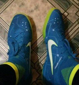 Футбольныая обувь