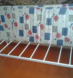 Кровать на металлокаркасе с матрасом