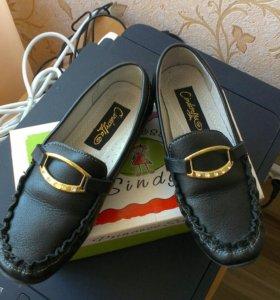 Новые кожаные туфли на девочку р.31