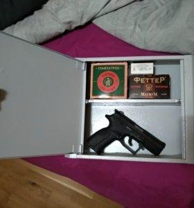 Сейф пистолетный, с замком и полочкой для патронов